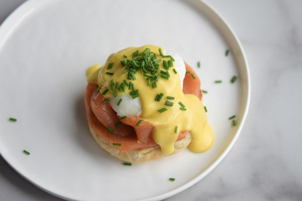 CLASSIC EGGS BENEDICT WITH LURPAK BUTTER