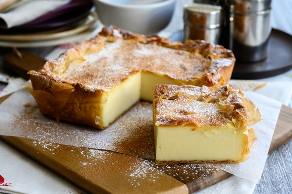 Milk pie with cinnamon and sugar