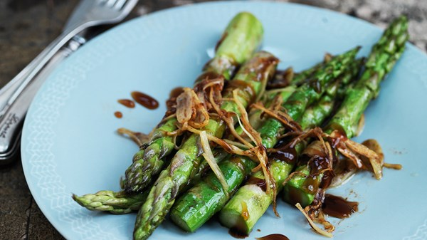 WOK FRIED ASPARAGUS WITH SOYA AND GINGER