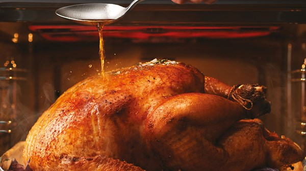 ROAST TURKEY WITH LEMON, SAGE AND LURPAK® GLAZE